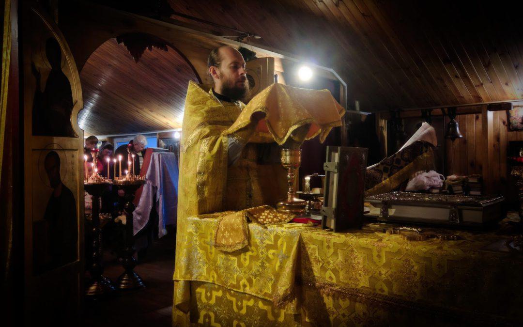 Весь Різдвяний піст у храмі свв безсрібників Косьми та Даміана Римських при НІР буде служитися дві Літургії